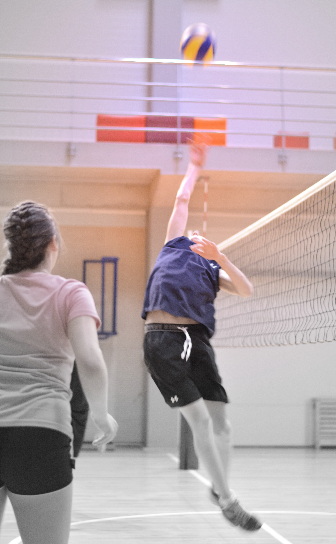 På Nidaros Idrettsungdomsskole står idretten i fokus. Vi har minimum 60 minutter aktivitet hver dag, og vårt mål er å skape glede ved å drive aktivitet samt bygge opp elevens basisferdigheter (styrke, kondisjon og bevegelighet). Dette gjør vi gjennom allsidig aktivitet der alle ulike idretter blir sentrale.